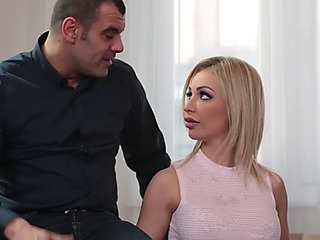 Breasty filly chessie kay deepthroats 4 boyz to receive the job